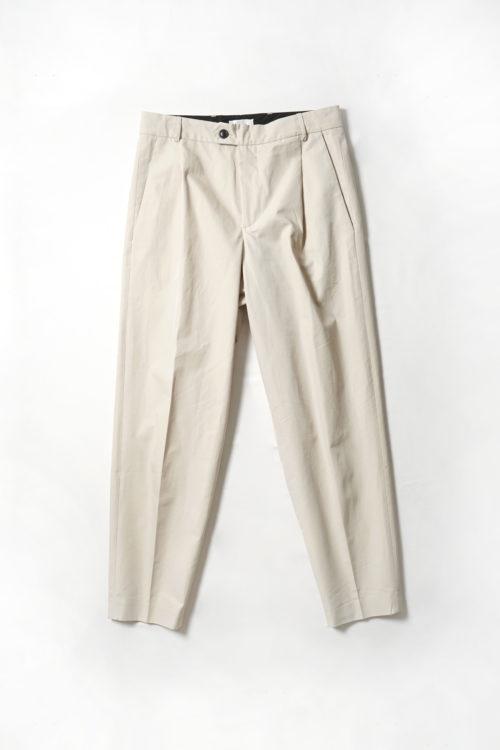 Tapered legs trouser