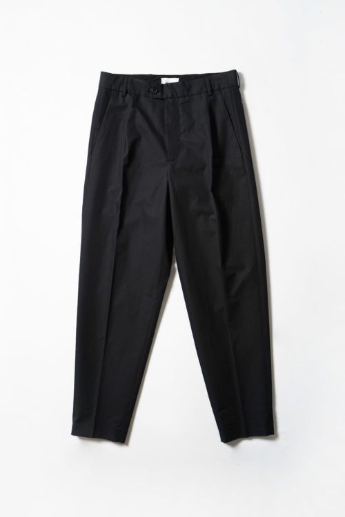 Tapered legs trouser