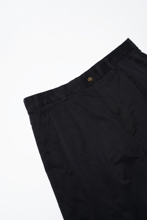 TUCK DESIGN SHORTS BLACK